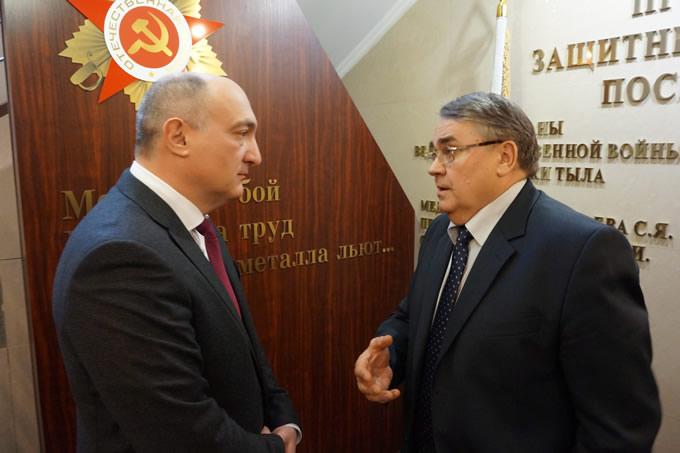 Приволжский транспортный прокурор Тимур Кебеков провёл встречу в формате «круглого стола» с представителями правозащитных и общественных организаций, бизнес-сообществ и средств массовой информации